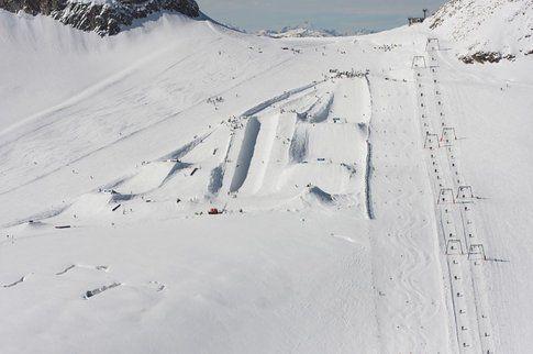 Questo lo snowpark che dovrebbe aspettarti a Hintertux