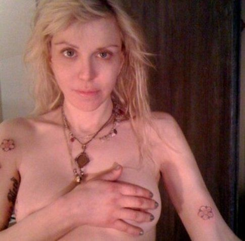 Il nudo casereccio di Courtney Love