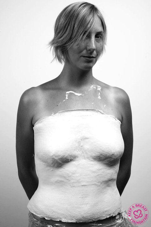 Tania Detomas ed il busto appena completato