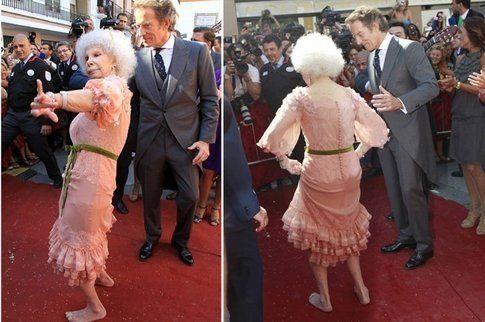La duchessa scalza improvvisa un ballo