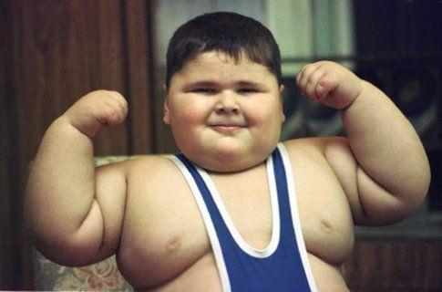 Un bimbo decisamente in sovrappeso