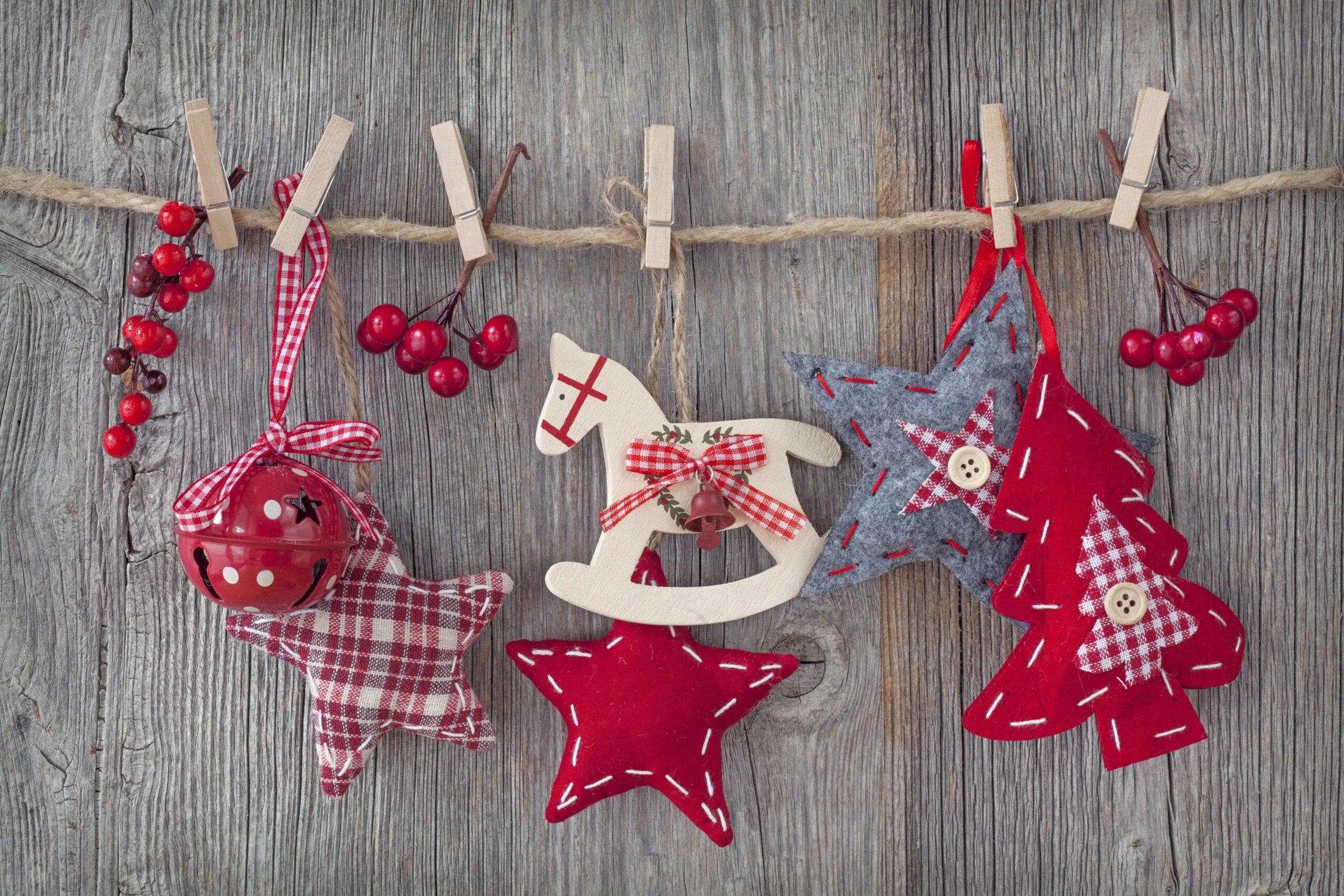 Decorazioni di Natale fai da te, con la carta e in digitale