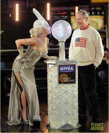 Lady Gaga in Versace per il capodanno 2012