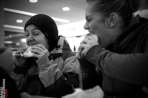 Hobby preferito del viaggio: mangiare