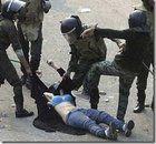 Ragazza torturara in piazza Tarhir