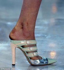 Scarpe troppo piccole per le modelle!