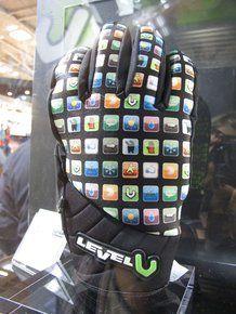 Guanto iTouch di Level, per usare il tuo smartphone anche in seggiovia