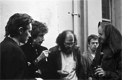 Lawrence Ferlinghetti, con Allen Ginsberg e Bob Dylan