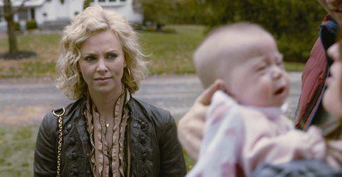 Una scena del film con Charlize Theron