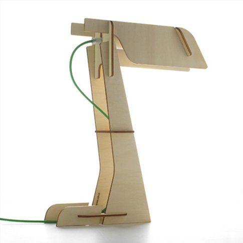 """""""Zet"""", lampada da tavolo ricavata da un foglio di compensato di pioppo, design di zpstudio"""