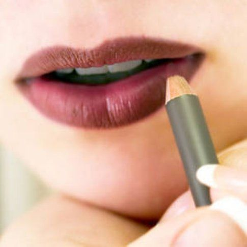 applica la matita su tutte le labbra