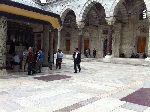 La moschea: ci si lava prima della preghiera