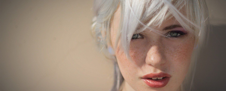 women_sun_fashion_white_hair_gray_hair_shoot_bangs_portraits_devon_jade_aaron_tyree_Wallpaper-HD_2560x1600_www.paperhi.com_