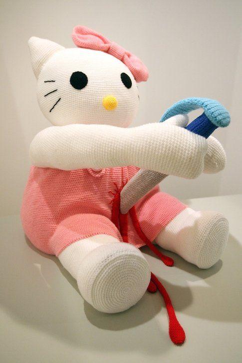 Hello Kitty si suicida infilzandosi alla maniera dei samurai