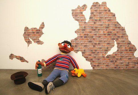 Il personaggio dei Muppet Ernie è diventato un barbone alcolizzato
