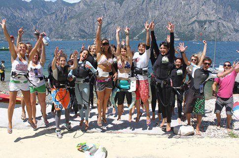 Lo staff Easykite e le girls arrivate a Malcesine per il Pimp My Riding