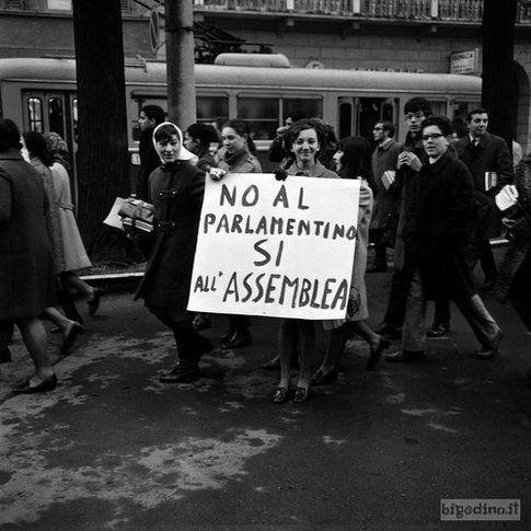 Manifestazione studentesca vicino al Provveditorato agli Studi, Cremona 1969