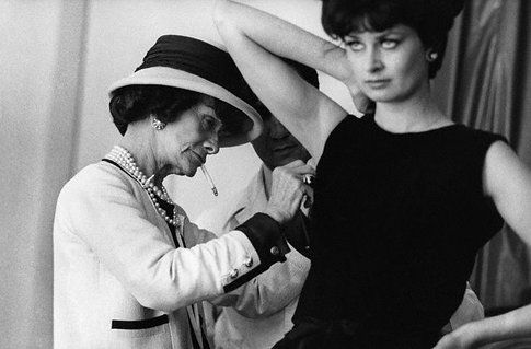 Coco Chanel al lavoro