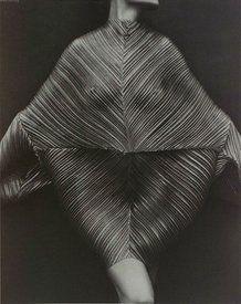 il plissè rivisto da Issey Miyake