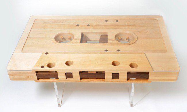 Mixtape Table: il tavolo a forma di musicassetta