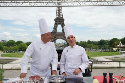 i due attori protagonisti a parigi, chef