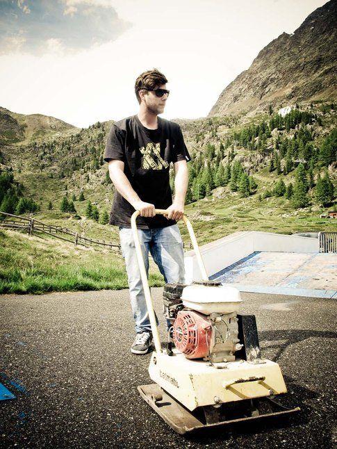 Axel al lavoro nello skatepark