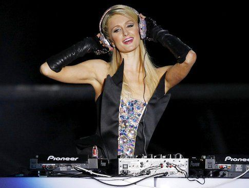Debutto di Paris Hilton come dj a S.Paolo
