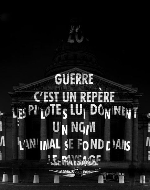 Jenny Holzer - War, Parigi 2001