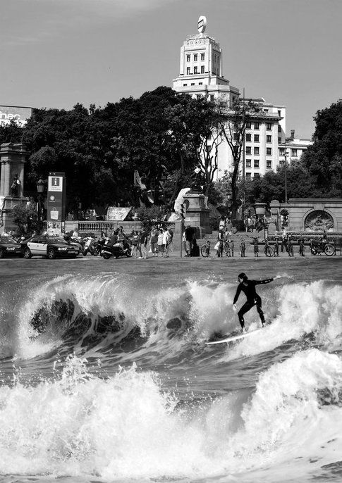 Fare del surf in Plaza Catalunya?
