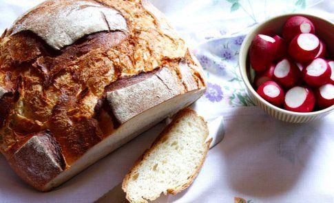 il pane e i ravanelli, ingredienti per la ricetta di Lafemmeduchef (foto di Claudia)