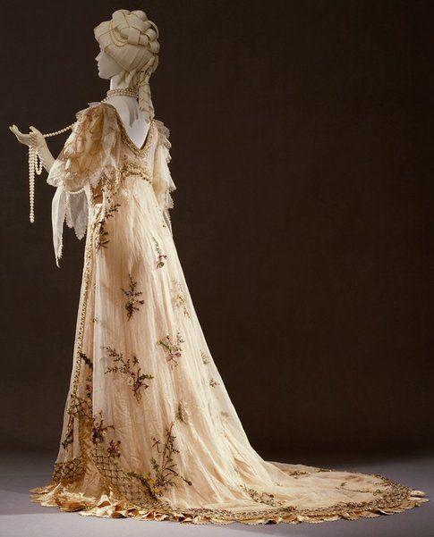 un abito di Rosa Genoni