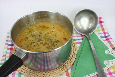 crema di verdure con mestolo