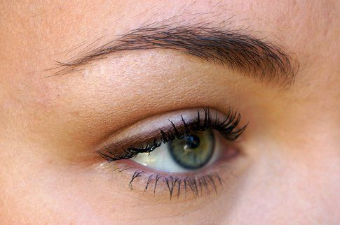 Occhi super naturali ma ben delineati