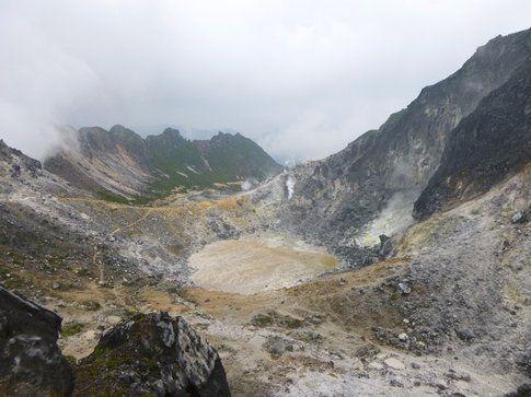 Il cratere spento del vulcano Sibayak