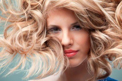 effetto Flamboyage sui capelli biondi