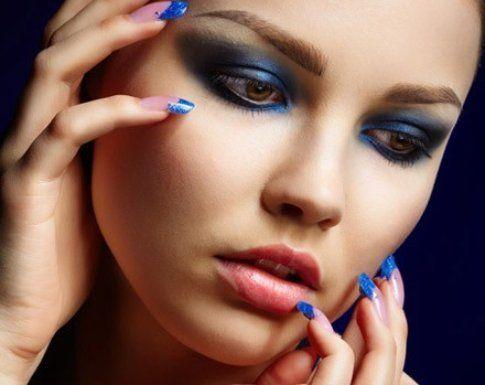 Il blu è un ottimo sostituto al solito nero o grigio