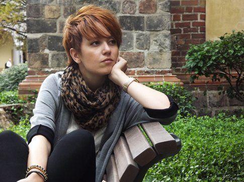 L'outfit della Ragazza dai capelli rossi