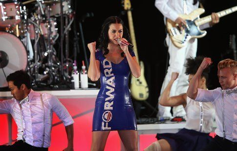 "Katy Perry a Milwaukee con il tubino ""Forward"""