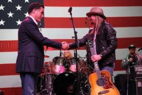 Kid Rock stringe la mano a Mitt Romney