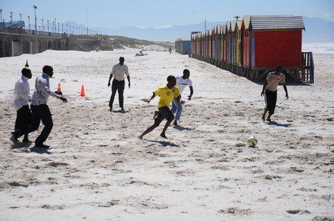 Derby improvvisato sulla spiaggia di Muizenberg