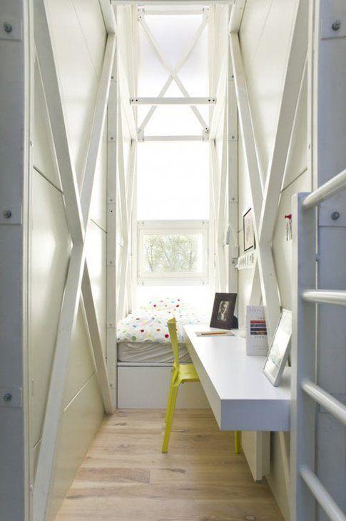 Casa Keret - camera da letto con scrivania