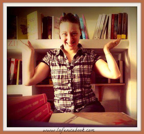 Rosa nella sua libreria