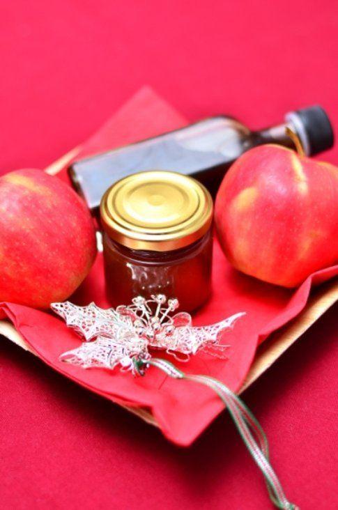 Marmellata di mele, more e cannella da regalare
