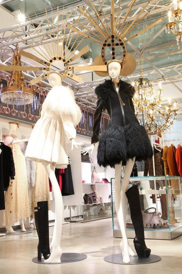 La vetrina di natale del famoso negozio luisa via roma for Luisa di via roma