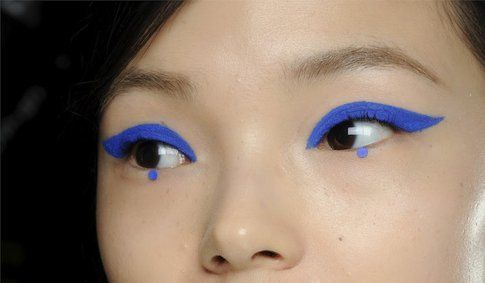 Eyeliner blu elettrico