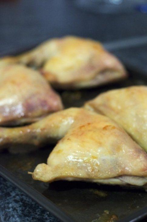 Preparazione coscia di pollo con miele e marmellata