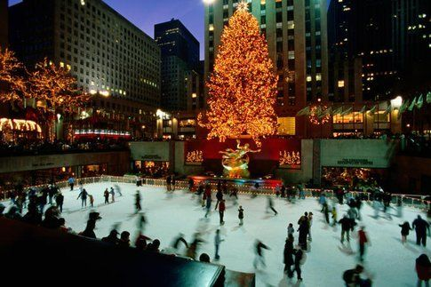 Pattinaggio sul ghiaccio al Rockfeller Center (foto Lonely Planet)
