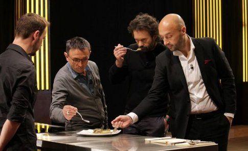 i tre giudici assaggiano un piatto (credit sito masterchef italia)