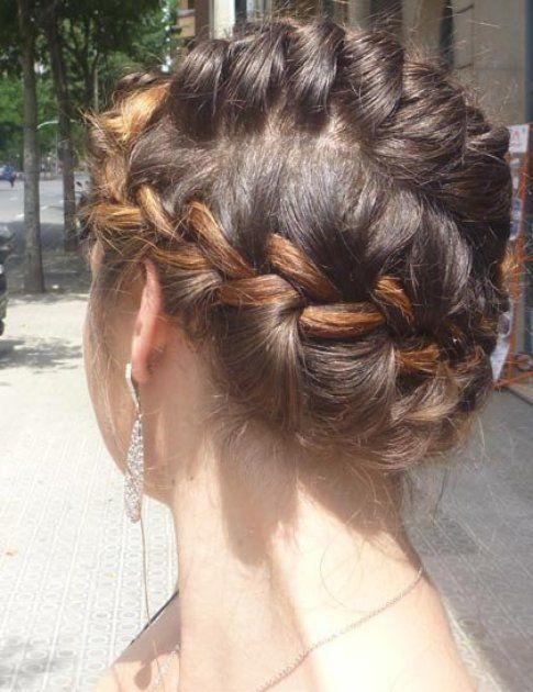 Hairstyle: doppia treccia dalle tempie fino al collo