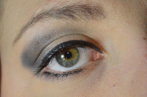Champagne, marrone e blu sugli occhi